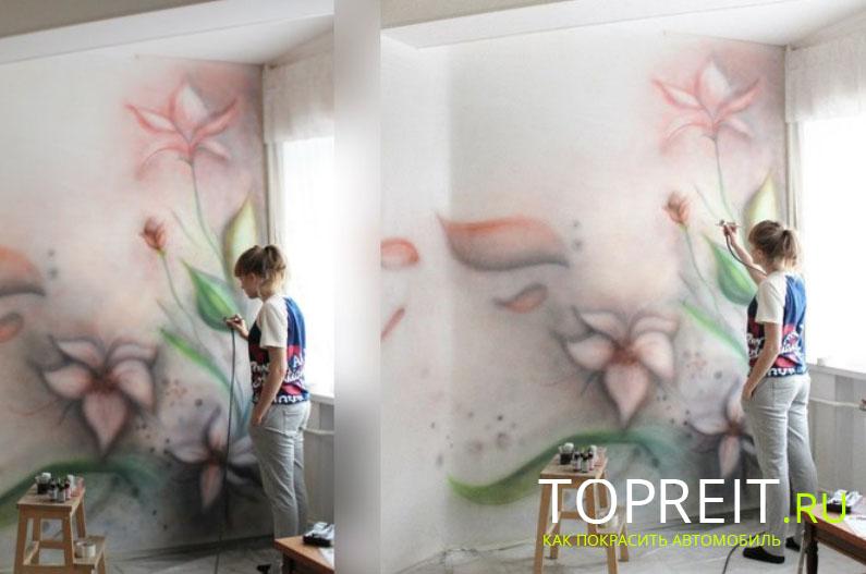 девушка рисует в квартире